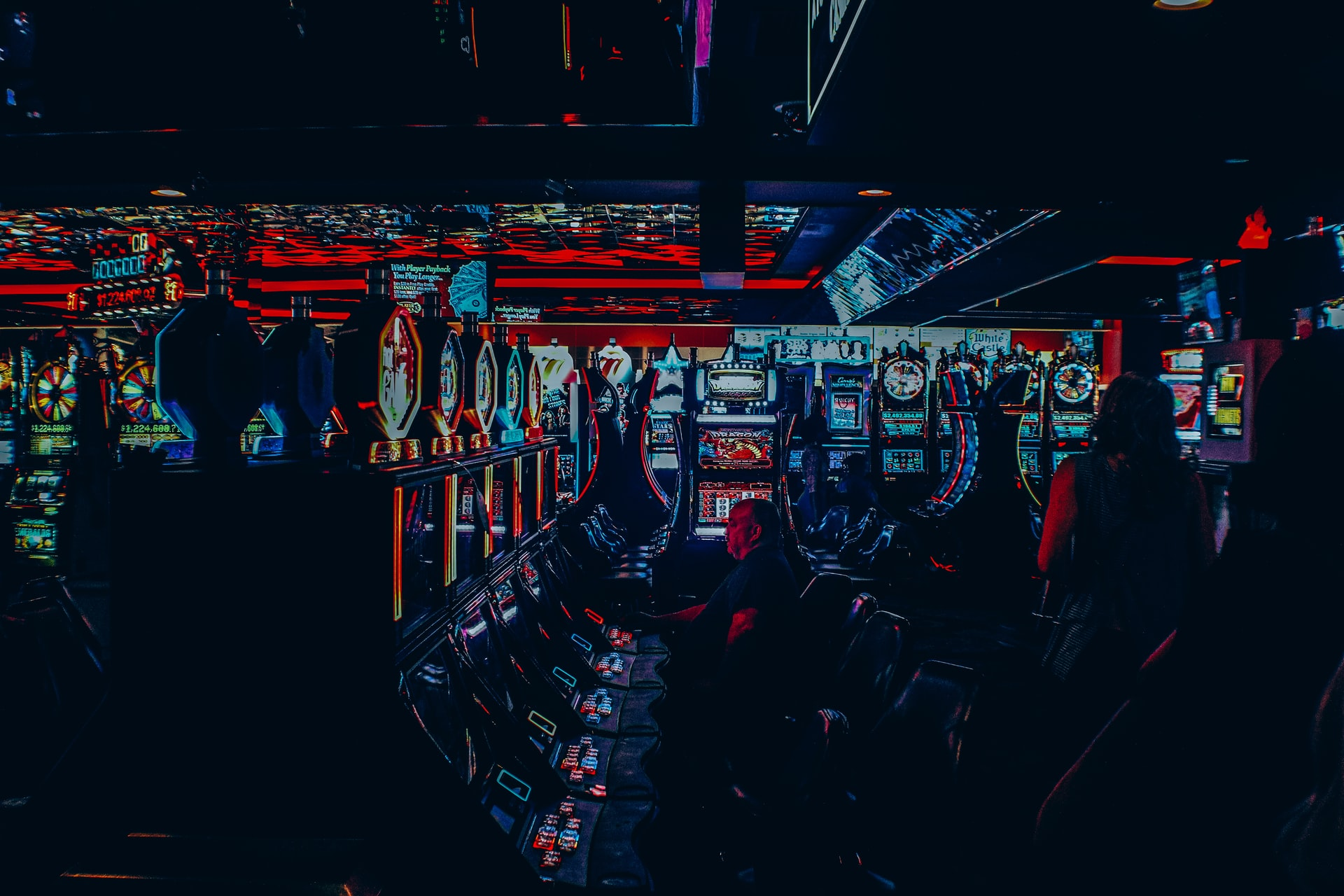 kazino automāti ar dārgakmeņiem